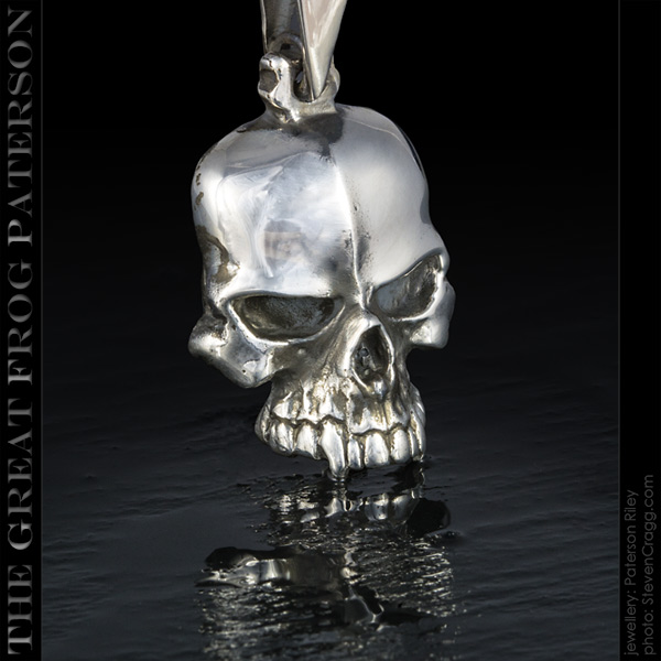 Silver Flat Skull Pendant: Medium| The Great Frog Paterson