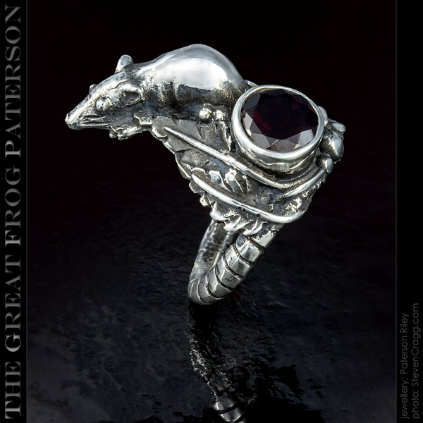 The Great Frog: silver rat ring gemstone
