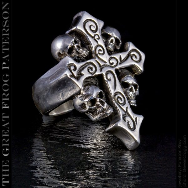 the great frog : 4 skull crucifix ring