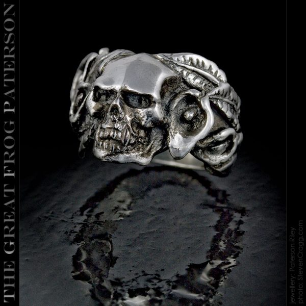 the great frog : consider the lilies skull ring