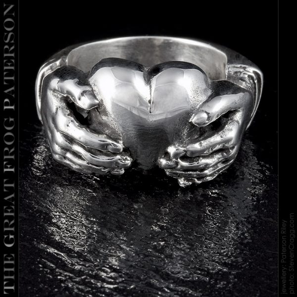the-great-frog : silver claddagh heart ring