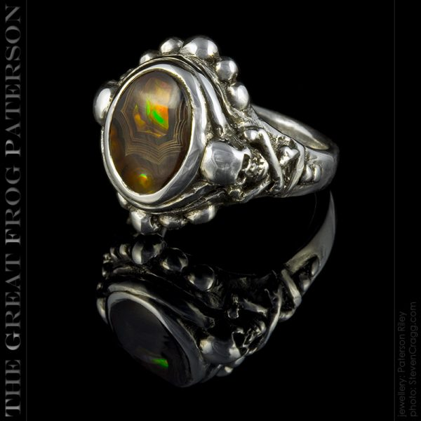 the great frog : skull & crossbones silver stone ring