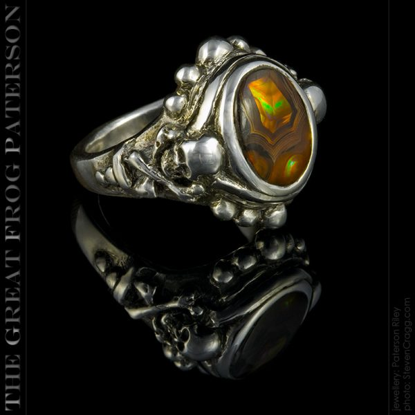 the great frog : silver skull & crossbones stone ring
